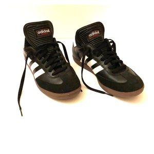 Indoor soccer sneakers